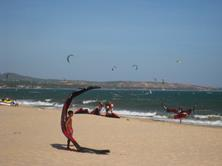 Vietnam Kitesurf & Windsurf at Mui Ne.
