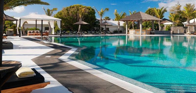 Luxury melia salinas windsurf golf tennis hotel sportif for Designhotel lanzarote