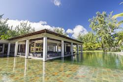 Le Morne Hotel, adults only - Mauritius. Pool bar.